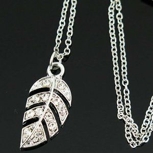 Jewelry - NEW Minimalist Silver Feather Pendant Necklace